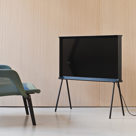 Serif-TV-by-Ronan-and-Erwan-Bouroullec-for-Samsung_dezeen_07