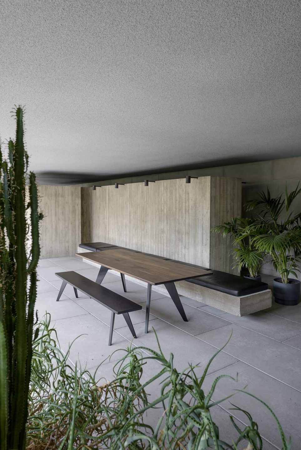 Poiat_Lavitta_table and bench_1